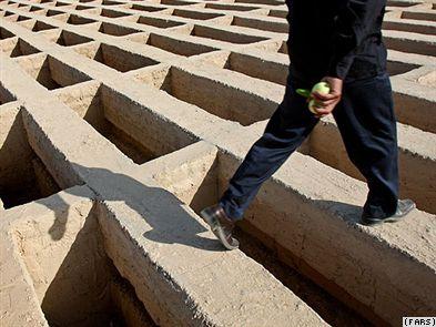 Leere Gräber im Teheraner Zentralfriedhof Behesht-e Zahra