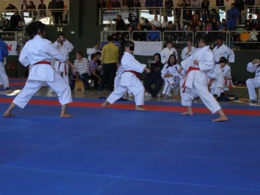 Iranische Karateka bei einem Wettbewerb in Deutschland