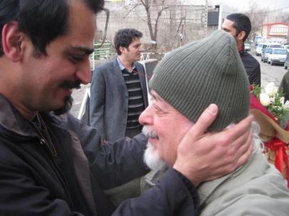 Uni-Professor Maleki begrüßt freigelassenen Studenten Hamed Yazerlou