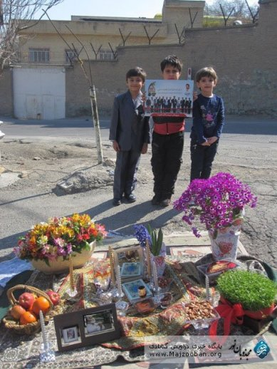 Kids Gonabadi-Derwische vor Evin - Nouruz