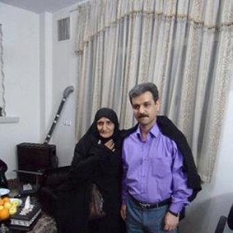 Reza Shahabi mit Mutter von Sattar Beheshti