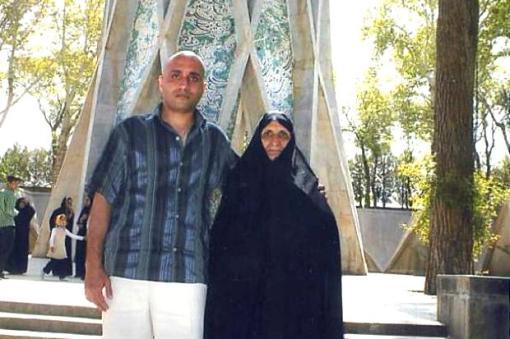 Sattar Beheshti mit Mutter