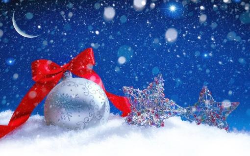 weihnachten-hintergrund-mit-schneeflocken-und-silber-christbaumkugel-und-weihnachtssterne