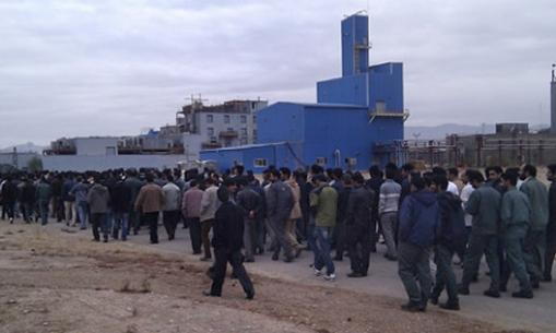 Isfahan - Demo vor Polyacryl-Firma